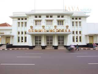 gedung merdeka, java wisata, tour bandung, wisata bandung