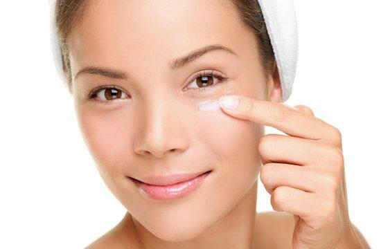 Wanita Wajib Tahu Urutan Skincare yang Harus Diapakai Untuk Travelling