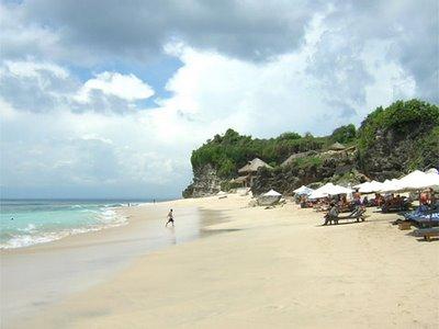 Habiskan Waktu Liburan Seru di Pantai Jimbaran Bali