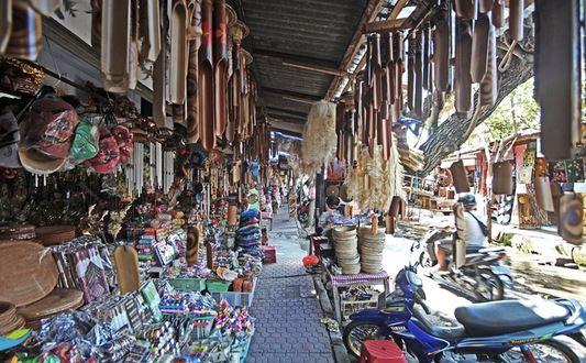 Cari Oleh-oleh ? Wajib Belanja di Pasar Sukawati Bali