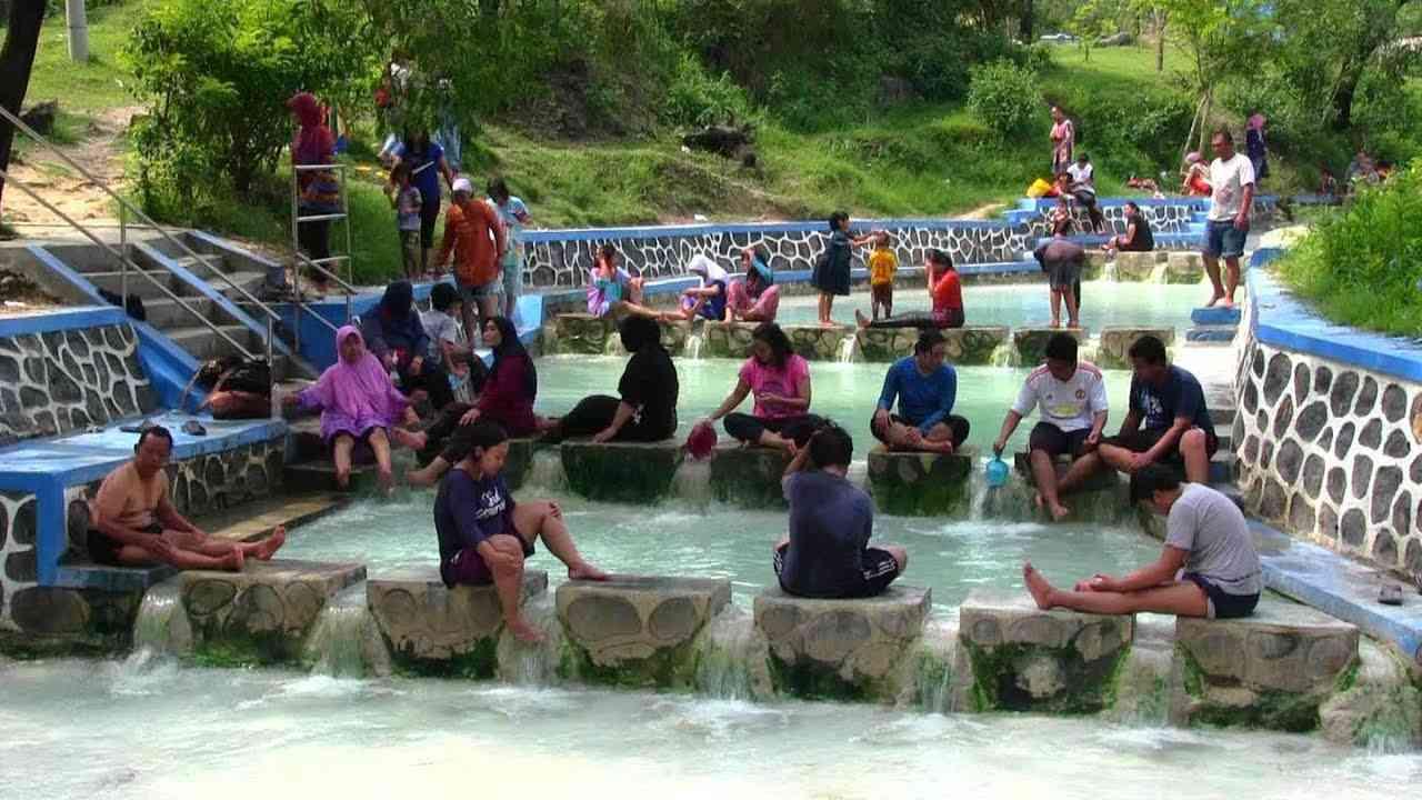 Pesona Mata Air Panas di Banyu Panas Palimanan, wisata jabar, wisata indonesia
