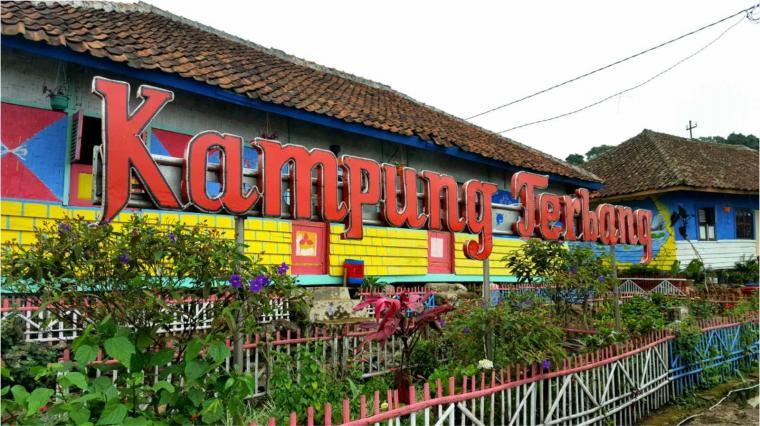 Keindahan Warna Warni Kampung Terbang Subang