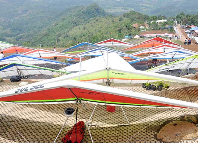 Melihat Keindahan Alam di Bukit Gantole Cililin, tour bandung, wisata bandung
