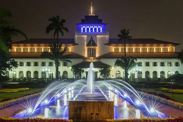 Menjelajah Destinasi Wisata di Pusat Kota Bandung