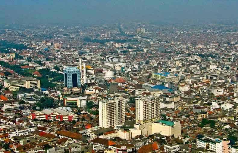 Hotel Dengan Gaya Industrial di Bandung
