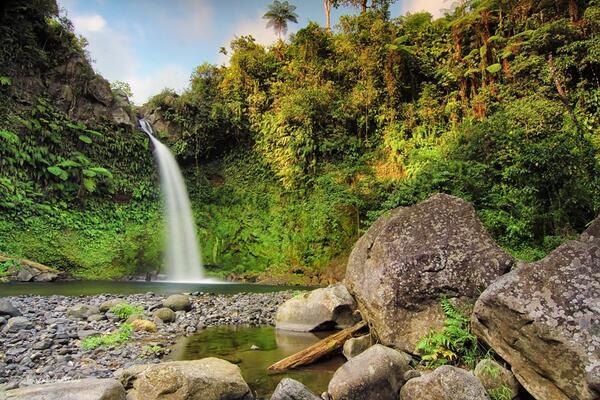 Sejuk dan Indanya Air Terjun Kumbi di Lombok
