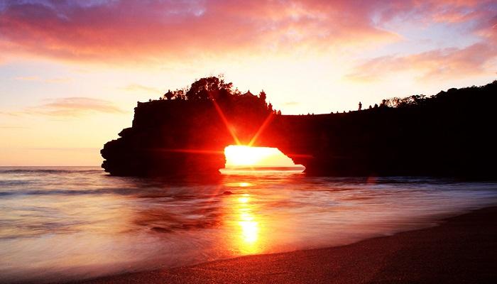 Wisata Pantai Batu Bolong Bali, Keindahan Asli Milik Pulau Dewata