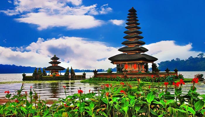Menilik Wisata Pura Ulun Danu Bratan Bali Yang Memikat Hati