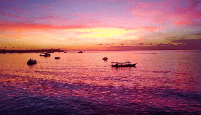 Panorama Senja Di Objek Wisata Sunset Beach Nusa Lembongan Bali Yang Sangat Menggoda