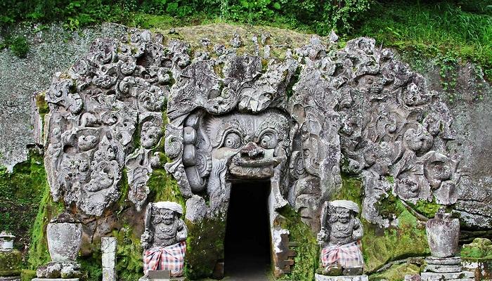 Wisata Goa Gajah Bali