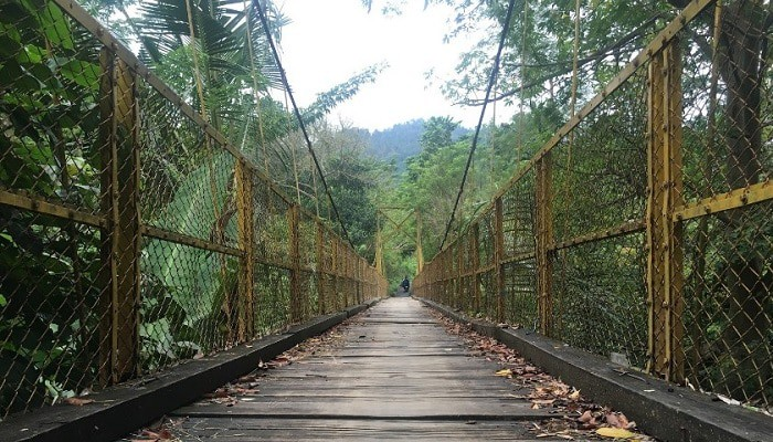 Keunikan Wisata Jembatan Kuning Yeh Unda Bali