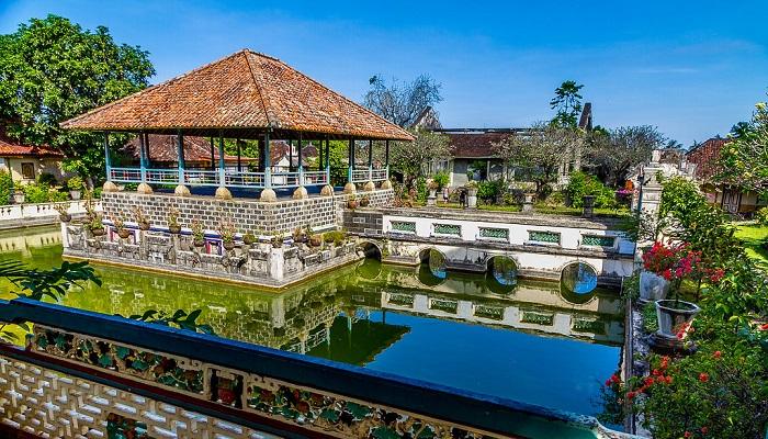 Wisata Puri Agung Karangasem Bali
