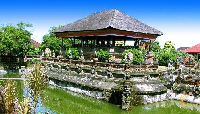 Wisata Taman Kertha Gosa Bali