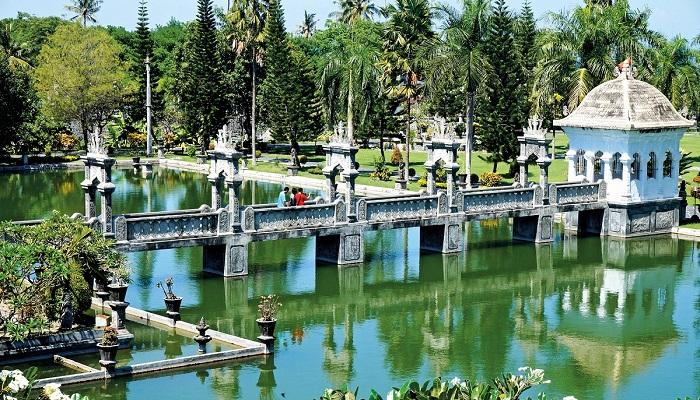 Wisata Taman Ujung Bali