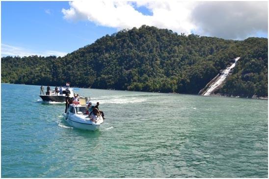 Keindahan Pulau Karang di Tapanuli