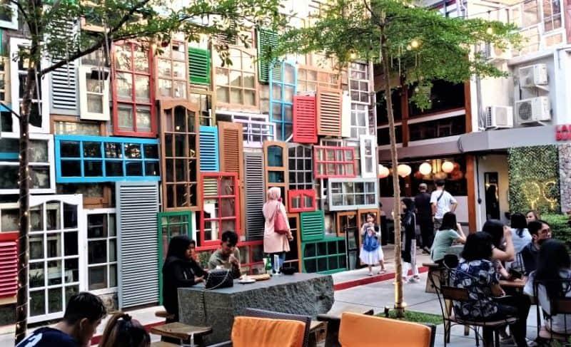 Nongkrong di District Cafe & Resto Dago
