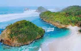 Menyambangi Pantai Bantol di Kota Malang