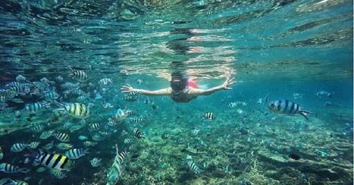 Berwisata di Pulau Lengkuas Bangka belitung