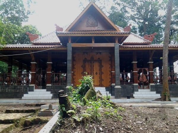 Wisata Religi di Dayeuh Luhur, Sumedang