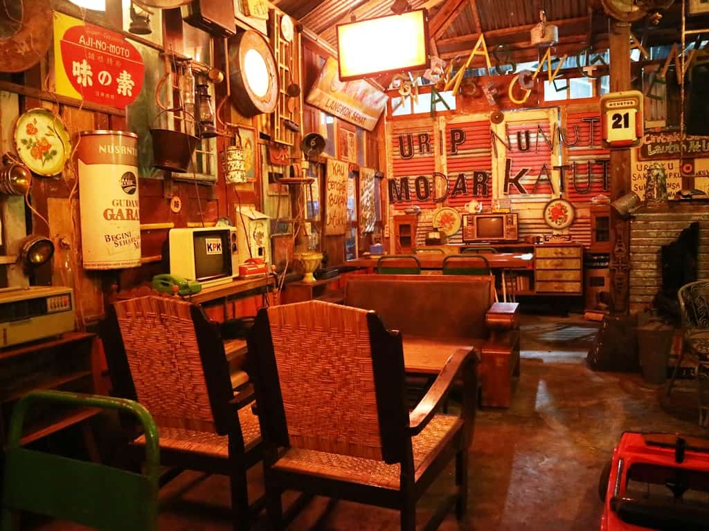 Kafe Interior 80's Bocor Alus