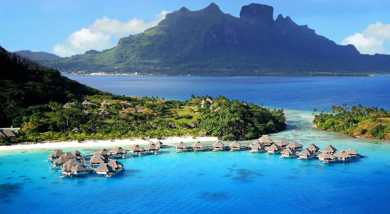 Keindahan Pantai Ora, Maluku Tengah
